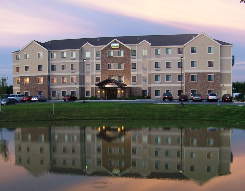 Staybridge Suites Wichita Set udefra