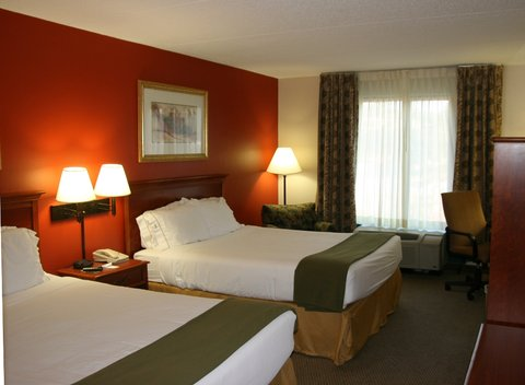 Holiday Inn Express Birmingham East Hotel - Double Queen Guest Room