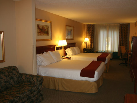 Holiday Inn Express Birmingham East Hotel - Double Queen Suite