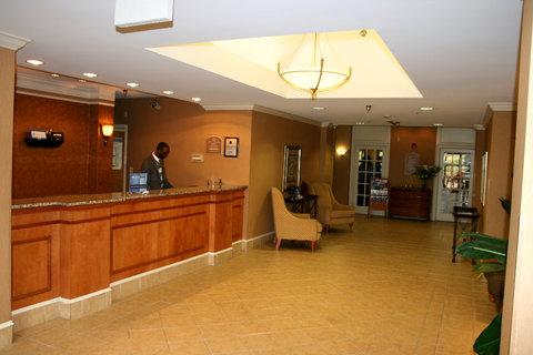 Holiday Inn Express Birmingham East Hotel - Front Desk