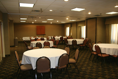 Holiday Inn Express Birmingham East Hotel - Meeting Room - Banquet Style