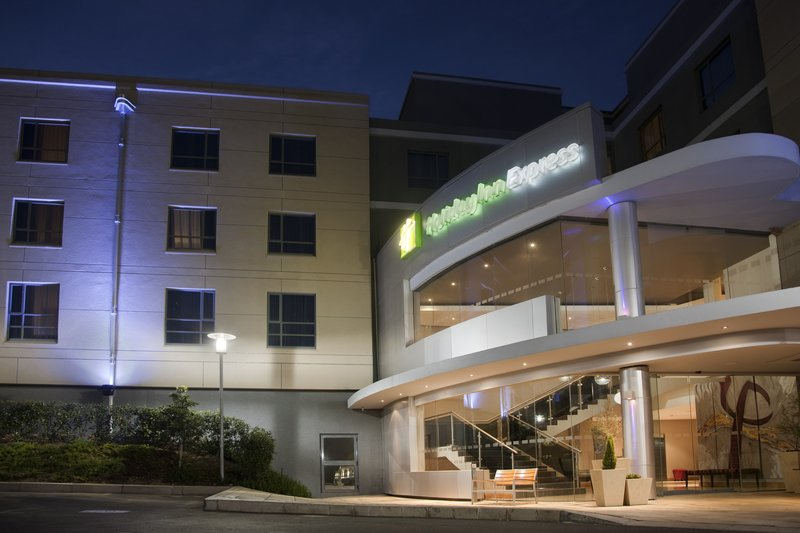 Holiday Inn Express Woodmead 外景