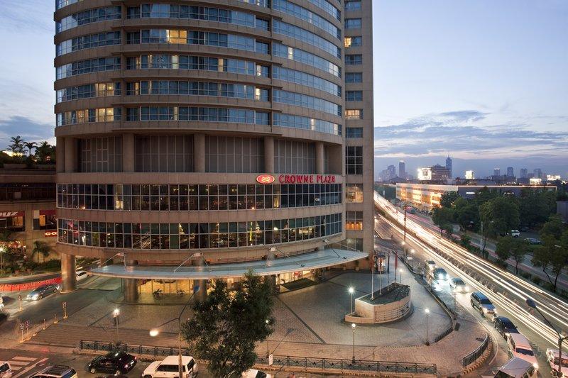 Crowne Plaza Manila Galleria Exterior view