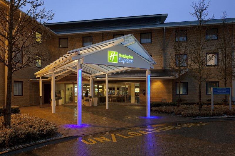 Holiday Inn Express Milton Keynes Ulkonäkymä