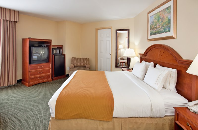 Holiday Inn Express KANSAS CITY-WESTPORT PLAZA - Kansas City, MO