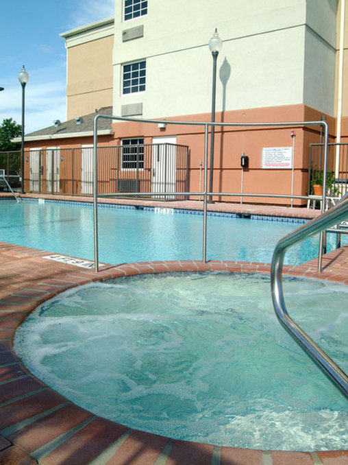 Candlewood Suites Miami Airport West Вид на бассейн