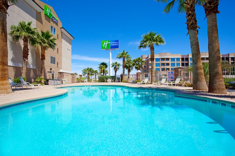 Holiday Inn Express Las Vegas Вид на бассейн