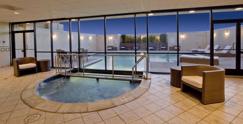Holiday Inn Denver East Stapleton Poolansicht