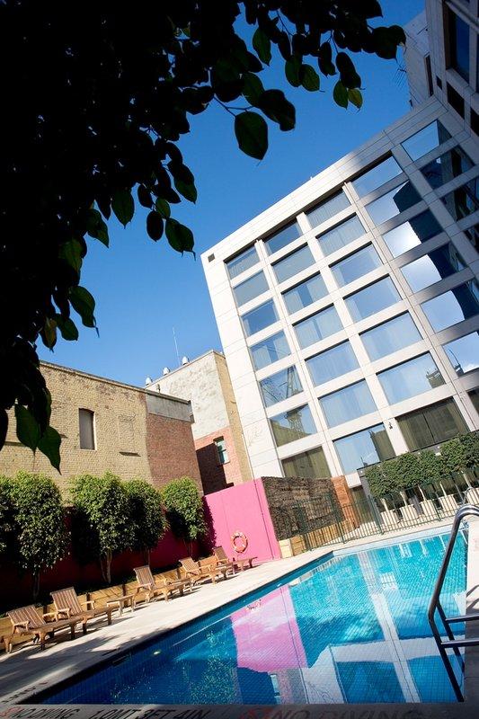 Holiday Inn ON FLINDERS MELBOURNE Vista da piscina