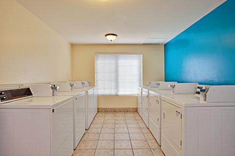 Staybridge Suites Anaheim Resort - Laundry Facility