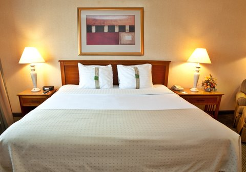 Holiday Inn Anaheim Resort - Why not stay in and order room service