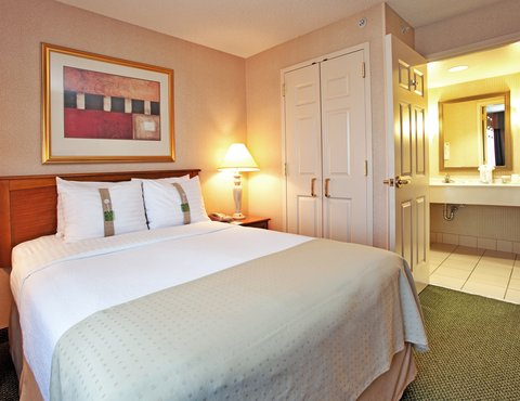 Holiday Inn Anaheim Resort - Junior Suites with separate living area