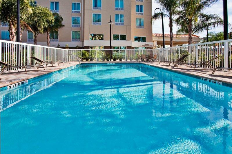 Holiday Inn Express Hotel & Suites Orlando - Apopka Havuzun görünümü