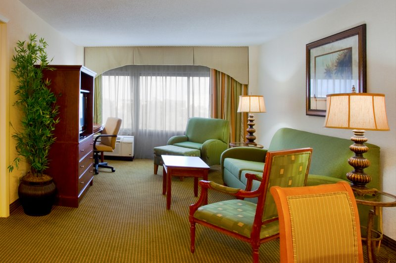 Holiday Inn Select Orlando-International Airport Suite
