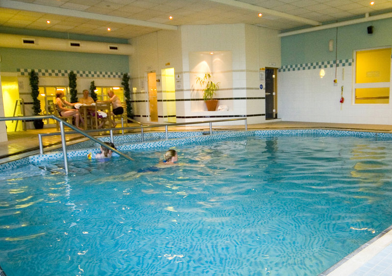 Holiday Inn Leeds-Garforth Vista da piscina
