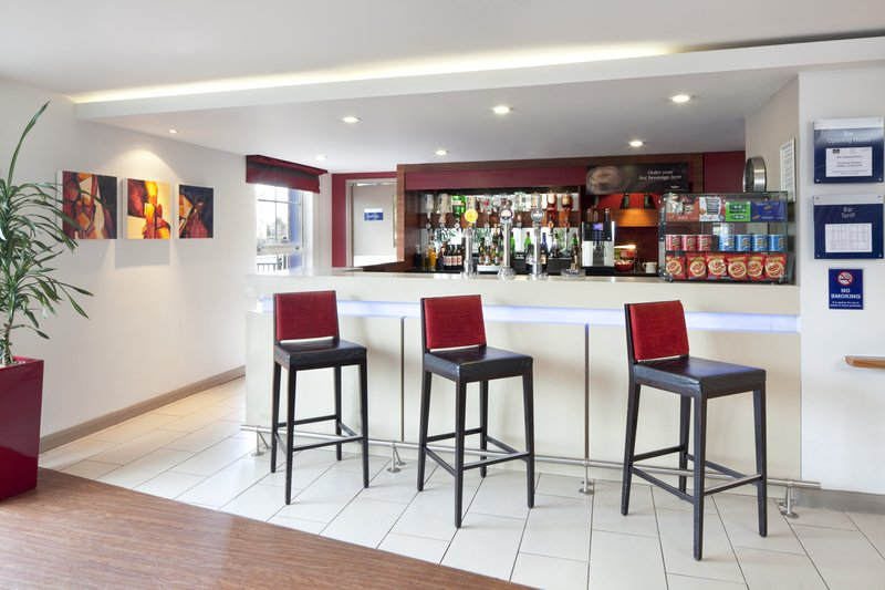 Holiday Inn Express Manchester-Salford Quays Bar/lounge