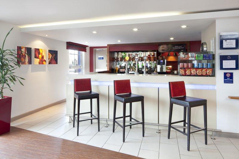 Holiday Inn Express Manchester-Salford Quays Bar/Lounge