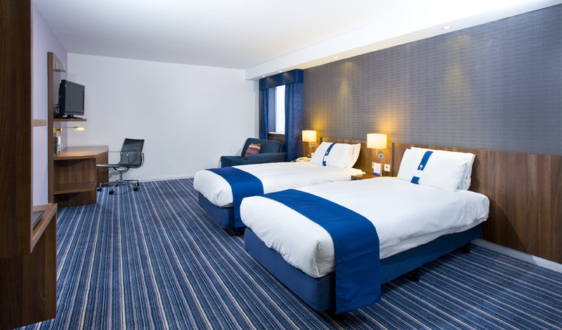 Holiday Inn Express Leeds-East Вид в номере
