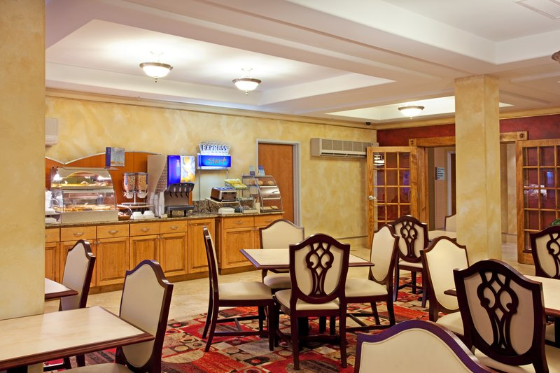 Holiday Inn Express Hotel & Suites Lafayette-South Gastronomie