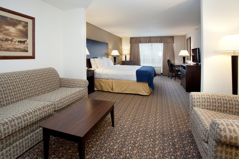 Holiday Inn Express Hotel & Suites Lander Suite