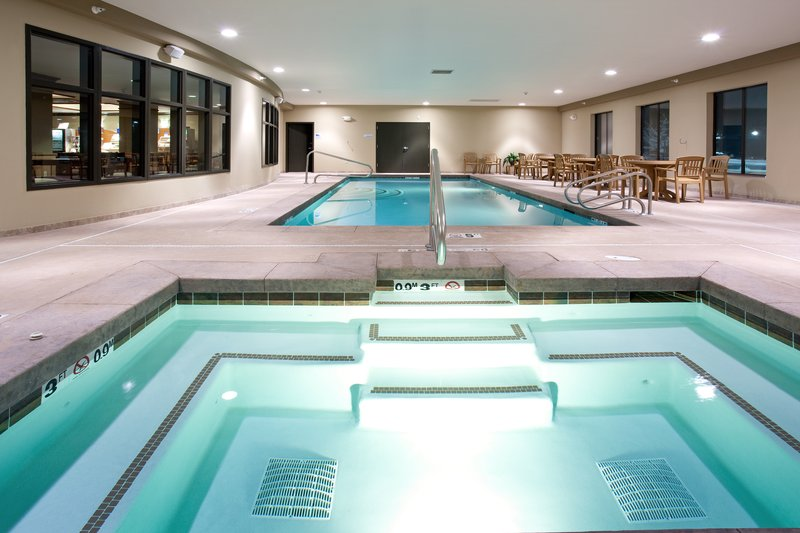 Holiday Inn Express Hotel & Suites Lander Vista della piscina