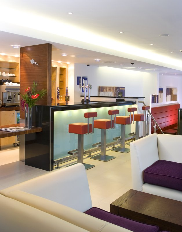 Holiday Inn Express London-Golders Green North Bar/Lounge