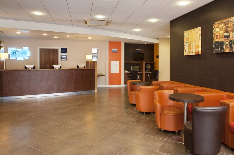 Holiday Inn Express Slough Lobby