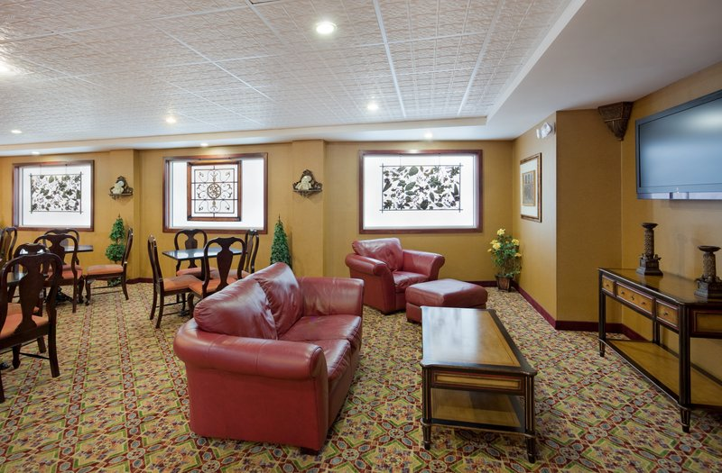 Holiday Inn Express & Suites SWANSEA - Fresno, CA
