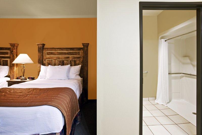 Knights Inn/La Hacienda Inn Outros