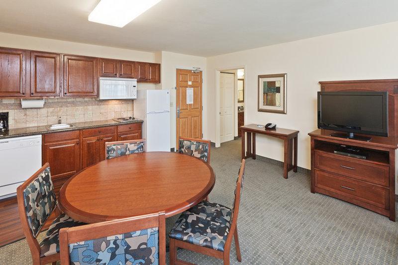 Staybridge Suites Wichita Andet