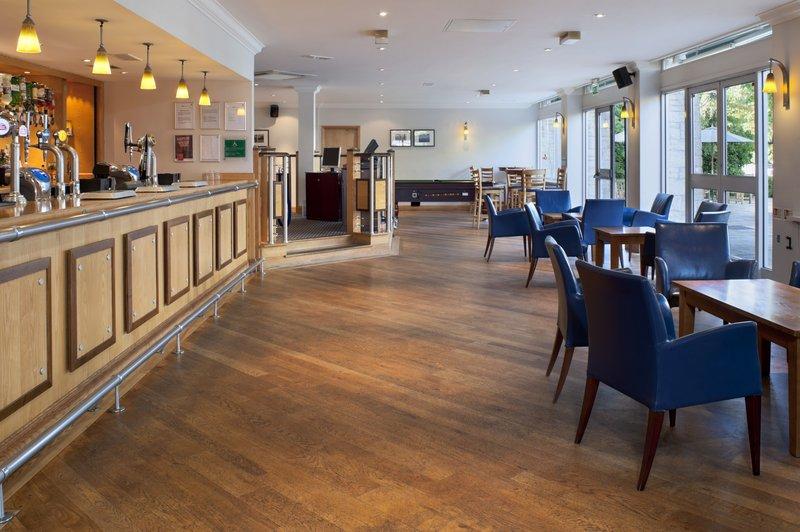 Holiday Inn Swindon Baari/lounge