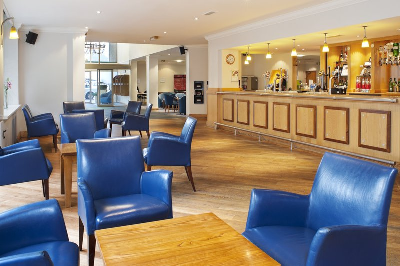 Holiday Inn Swindon Baari/lounge