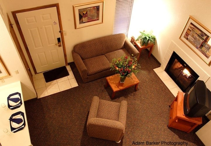 Chase Suites - Clive, IA