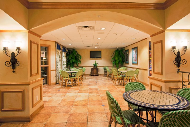 Holiday Inn Express Hotel & Suites Orlando-Lake Buena Vista East Gastronomy
