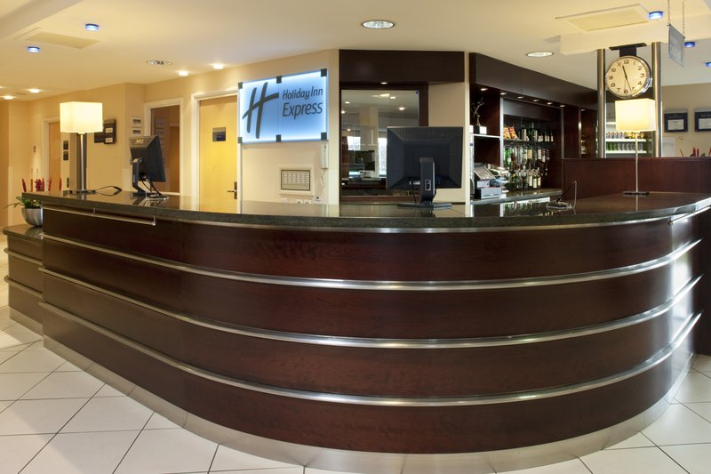 Holiday Inn Express Dunfermline Lobby