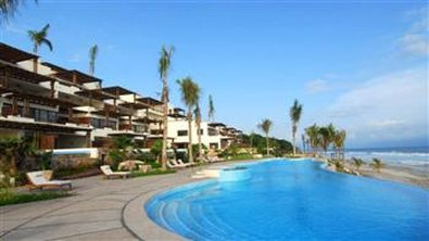 Los Veneros Resort Residences - Pool