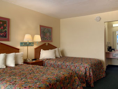 Days Inn Newport - Standard Two Double Bed Room
