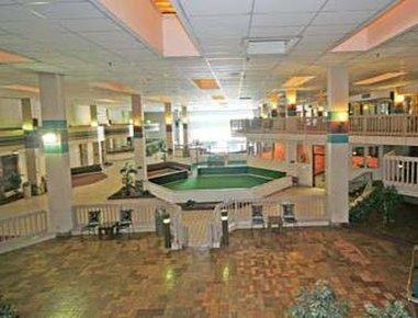 Ramada Biltmore West Hotel - Atrium Pool Table