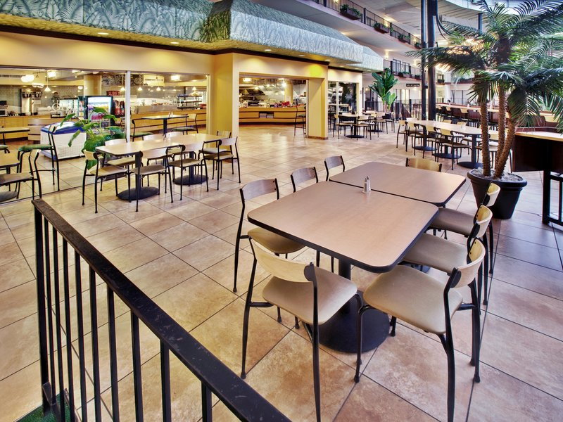 Holiday Inn Des Moines-Airport/Conference Center Ресторанно-буфетное обслуживание