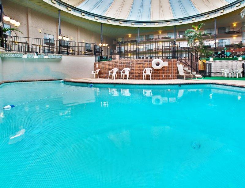 Holiday Inn Des Moines-Airport/Conference Center Вид на бассейн