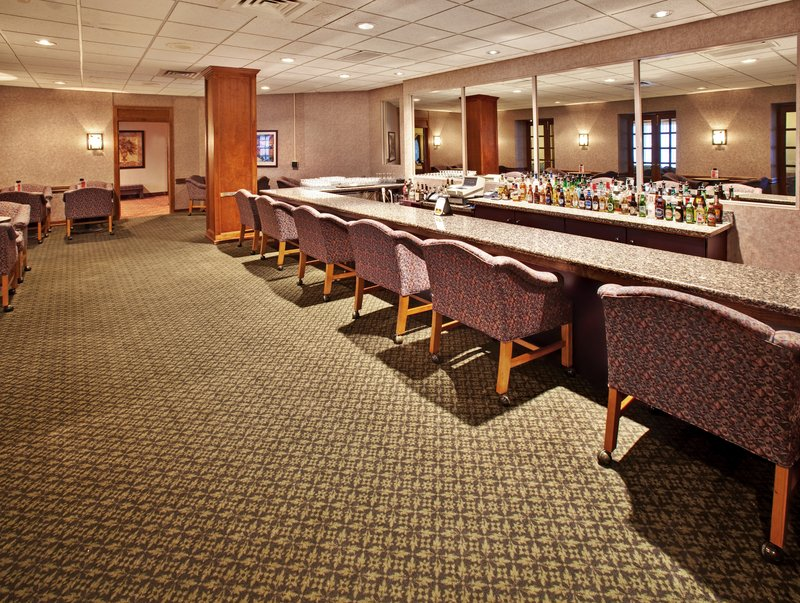 Holiday Inn Des Moines-Airport/Conference Center Бар/гостиная