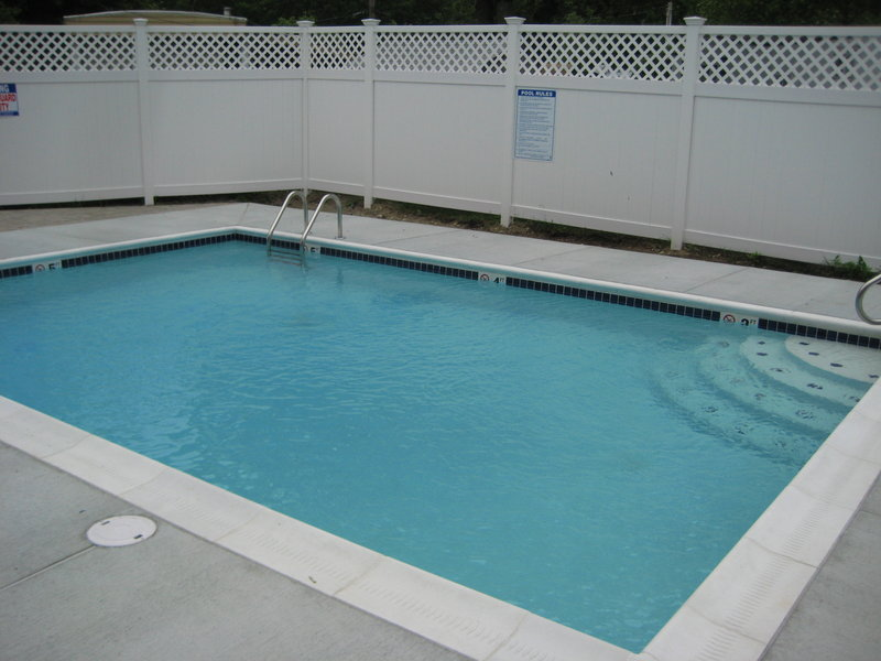 Holiday Inn Express Plainville Vista da piscina