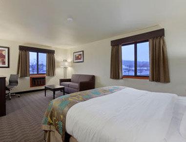 Baymont Inn & Suites Eau Claire WI - Suite