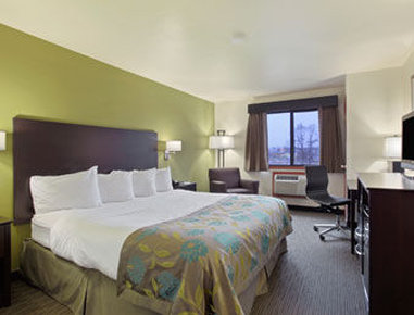 Baymont Inn & Suites Eau Claire WI - Standard One King Bed Room