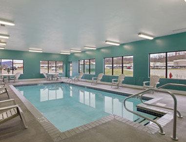 Baymont Inn & Suites Eau Claire WI - Pool