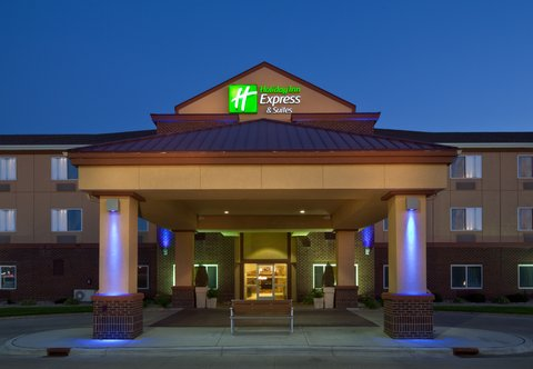 Holiday Inn Express & Suites ABERDEEN - Hotel Exterior