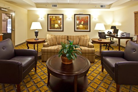 Candlewood Suites Fort Myers Sanibel Gateway Hotel - Lobby Lounge