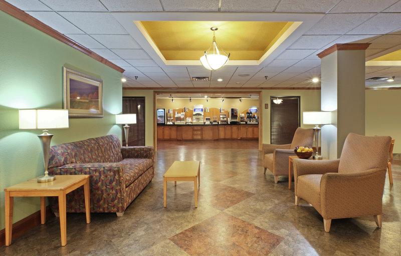 Holiday Inn Express & Suites FAYETTEVILLE-UNIV OF AR AREA - Springdale, AR