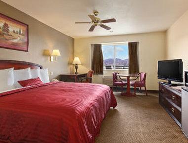 Days Inn Colorado Springs Air Force Academy - Standard King Bed Room
