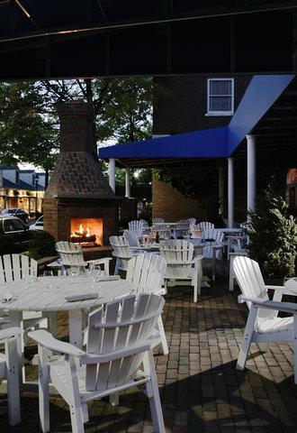 Tidewater Inn - Patio Fireplace Lit